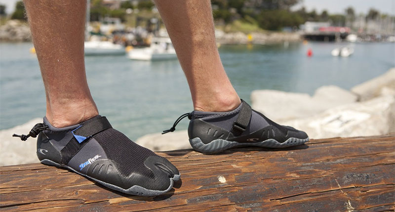 Our Picks: Top 3 Best Surf Booties Reviewed (2018 – 2017)